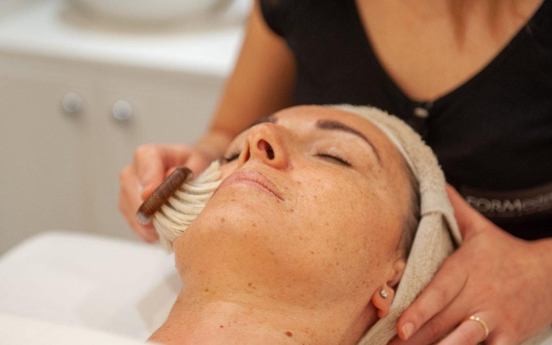 Per detossinare la pelle del viso il segreto è idratare